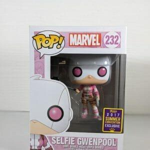 selfie gwenpool funko pop!